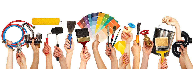 Photo de mains avec différents outils de petit bricolage, services à domicile, Bel'Age Services de Proximité, Grenoble